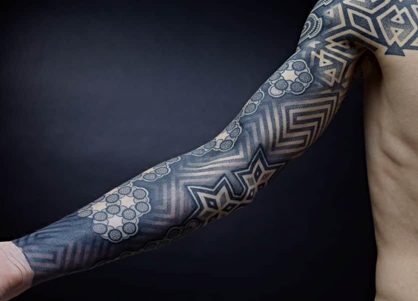 tatuajes de manga para hombre geometricos