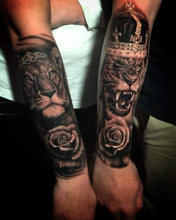 tatuajes de parejas de leones fotorealismo con coronas
