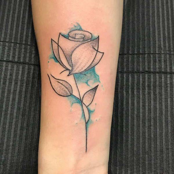 tatuajes de rosas para mujeres minimalista con color