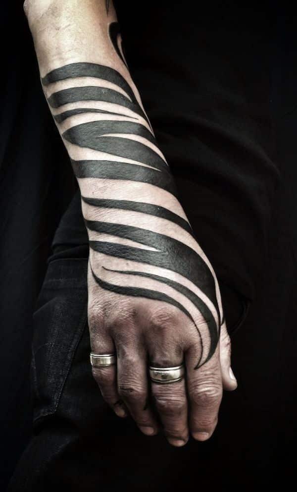 tatuajes de rayas para hombres efecto zebra