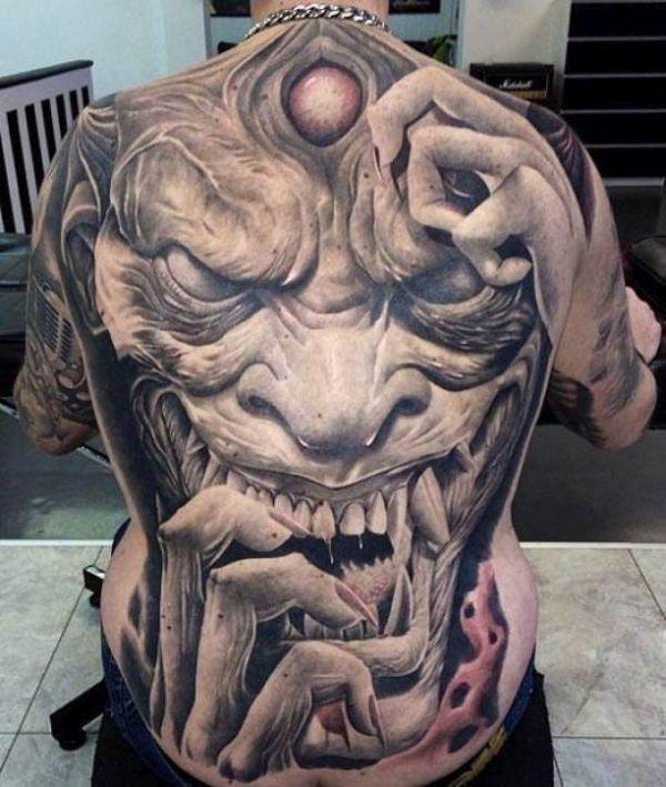 tatuajes de rostros en 3d en espalda