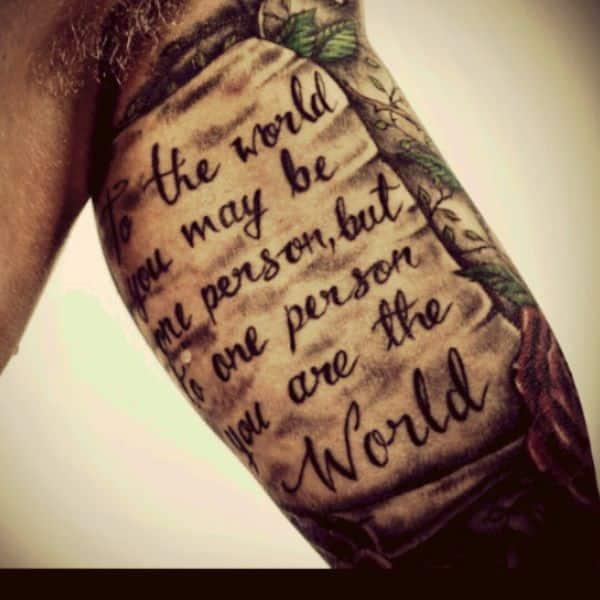 tatuajes en el biceps para hombres frases