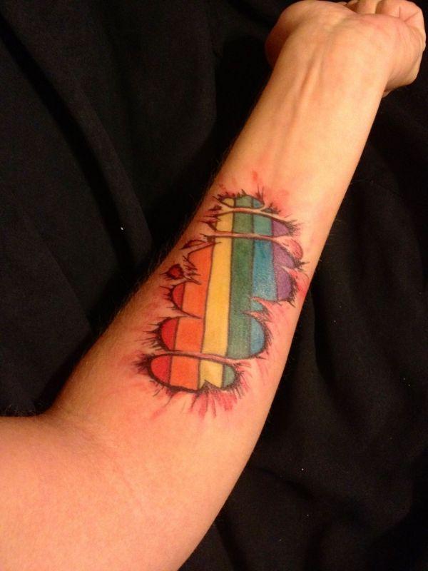 tatuajes bandera lgbt efecto piel rasgada