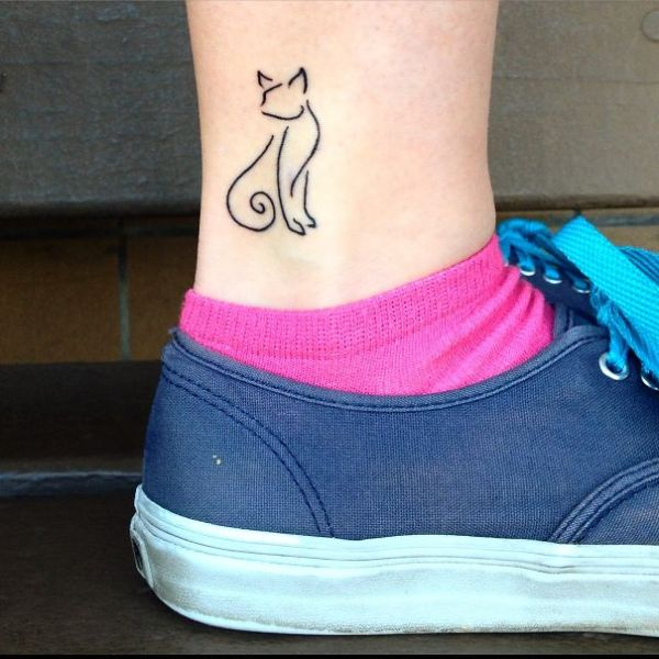 tatuajes de gatos pequeños lineas