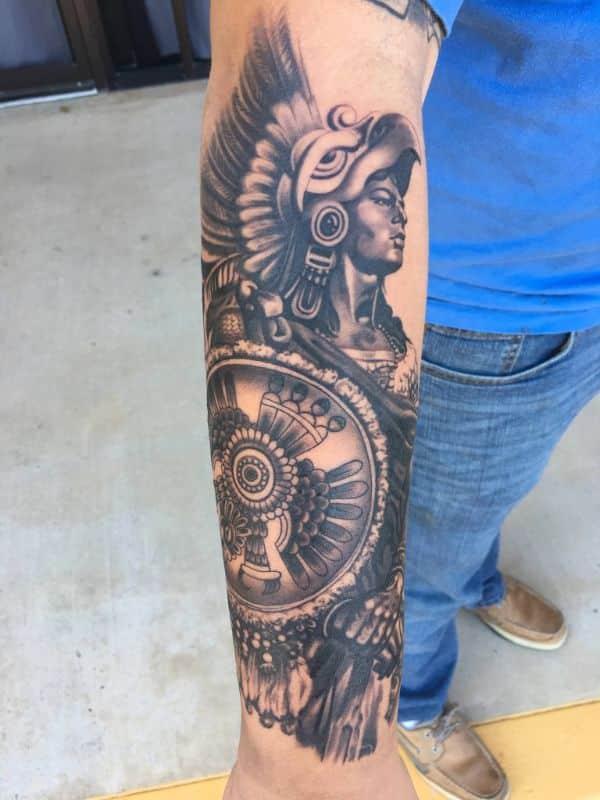 tatuajes de aztecas en el brazo guerreros