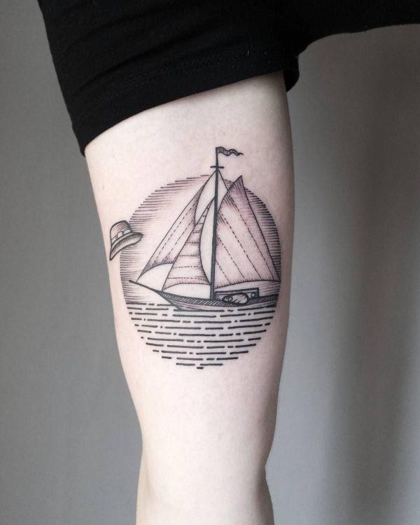tatuajes de barcos en el brazo basado en lineas