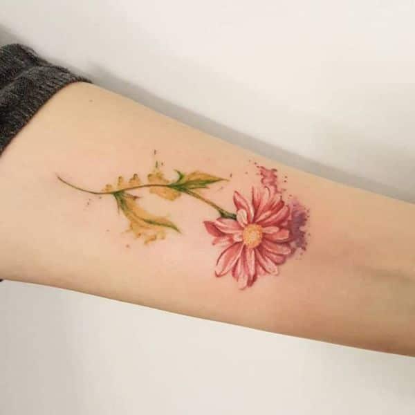 tatuajes de margaritas en el brazo acuarela