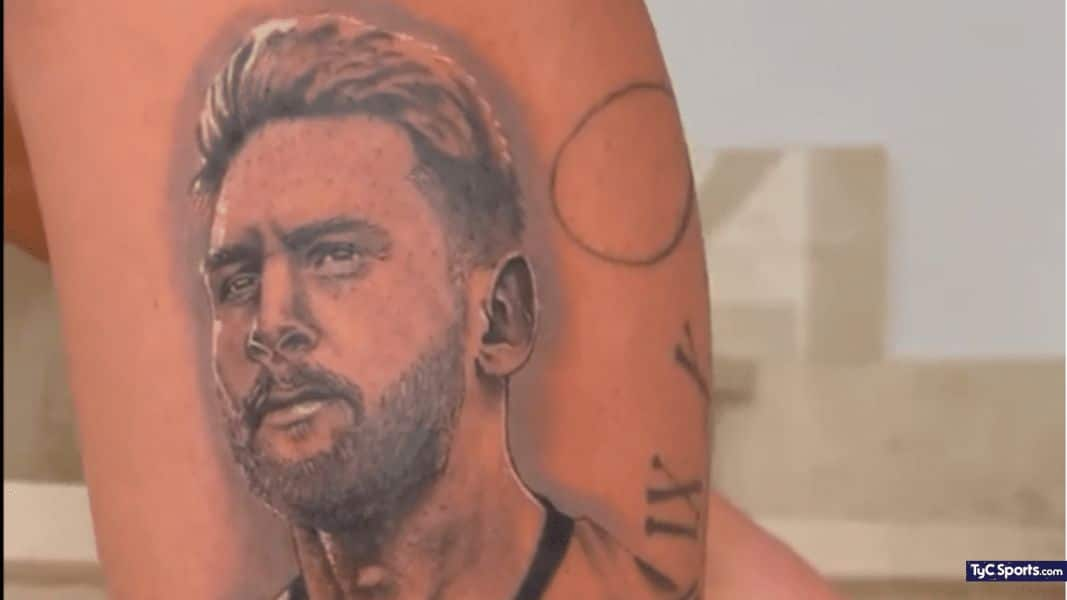 tatuaje de dybala en el brazo de messi