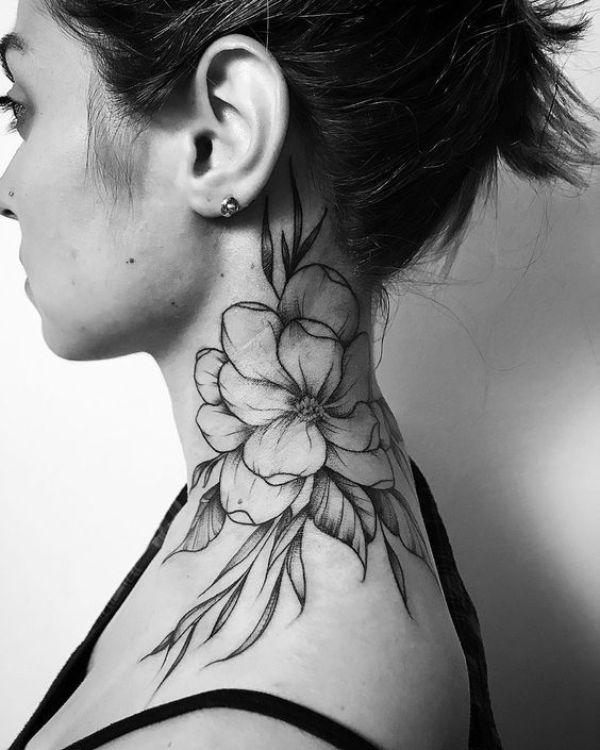 tatuaje rosa detras de la oreja y cuello