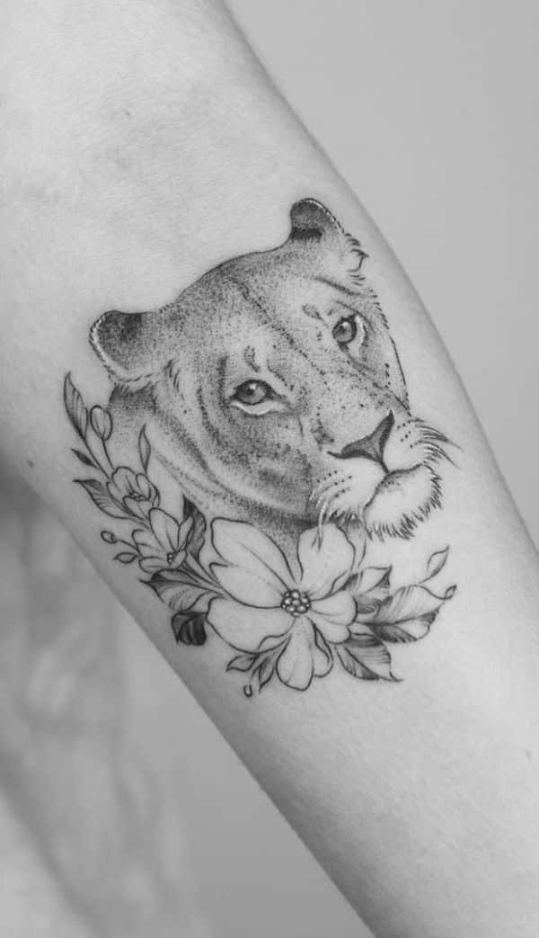 tatuajes de pumas en el brazo dotwork
