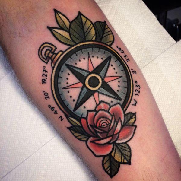 tatuajes de rosas de los vientos amante viajero