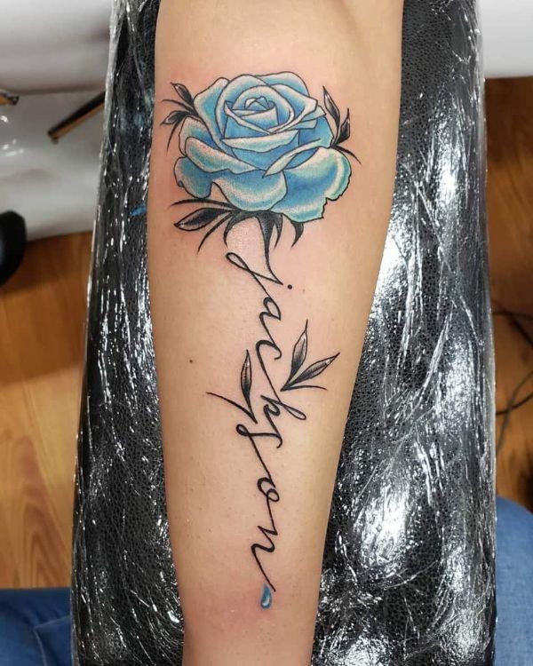 tatuajes de flores azules con nombre