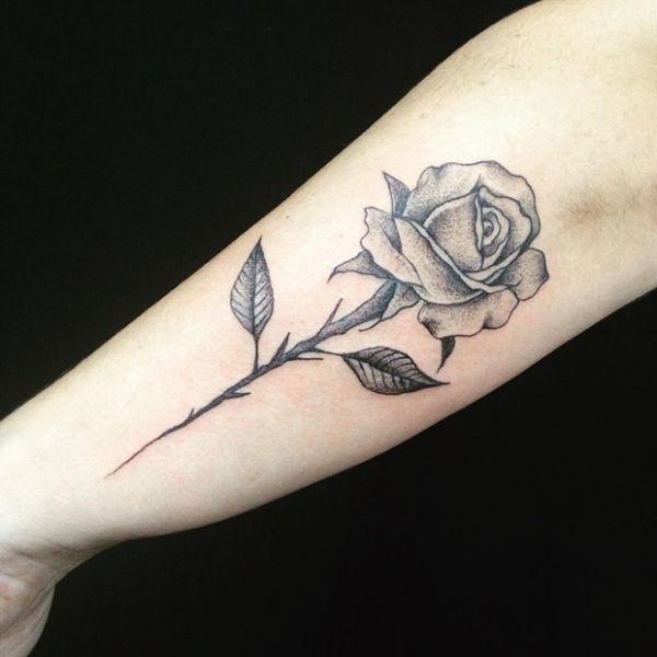tatuajes de rosas sombreadas con dotwork