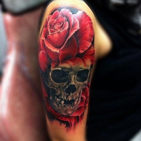 tatuajes de calaveras con flores rosa