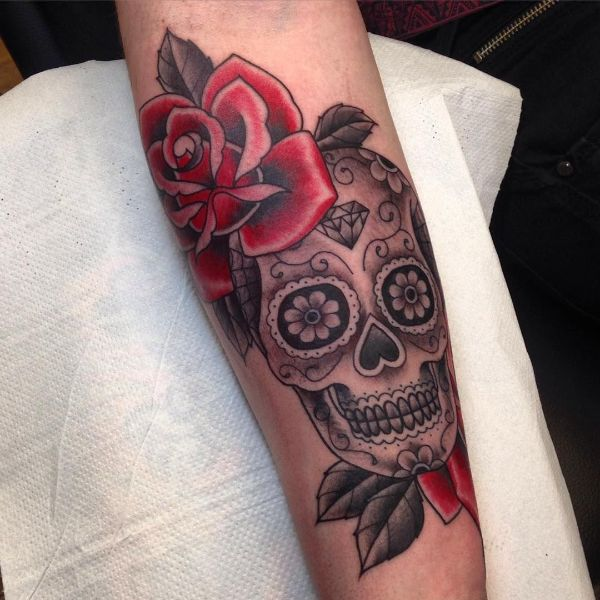 tatuajes de calaveras con flores tradicional