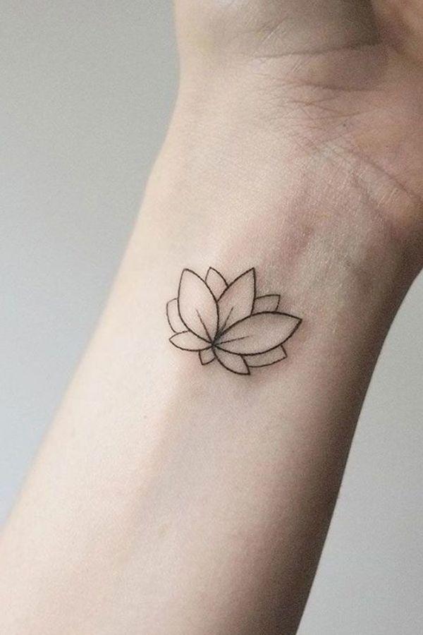 tatuajes de flor de loto en el brazo silueta pequeña en muñeca