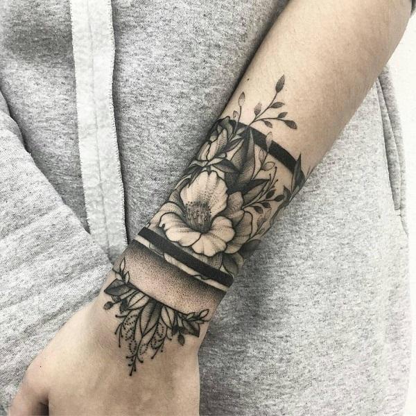 tatuajes de flores en la muñeca pulsera